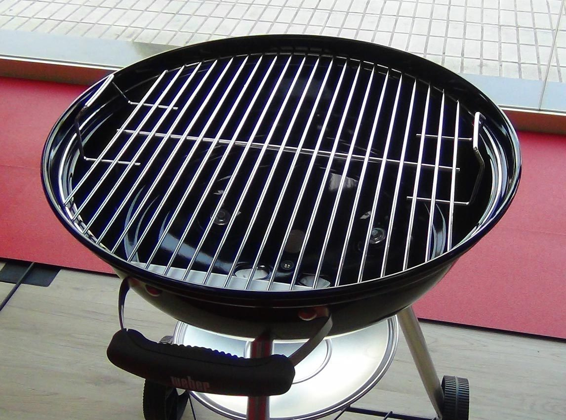 compact kettle 47 black bbq the barbecue store. Black Bedroom Furniture Sets. Home Design Ideas