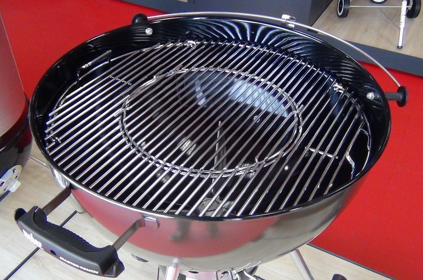 Weber master touch 57 cm smoke grey charcoal bbq buy online for Weber master touch