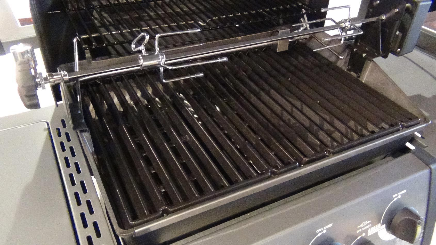 Whether you want gas, charcoal, or electric, we've found the perfect grills to fit your budget and your backyard. These are the best grills you can buy. — Our editors review and recommend products to help you buy the stuff you need.